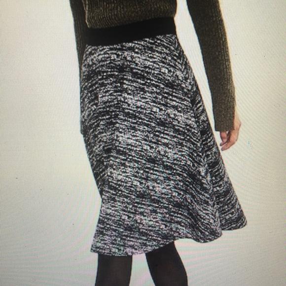 Banana Republic Dresses & Skirts - Banana republic black and white midi skirt